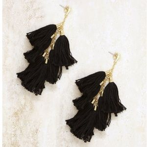 NWT! Ettika daydreamer tassel earrings black/gold